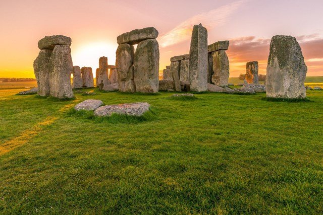 Stonehenge inner circle tour at sunrise