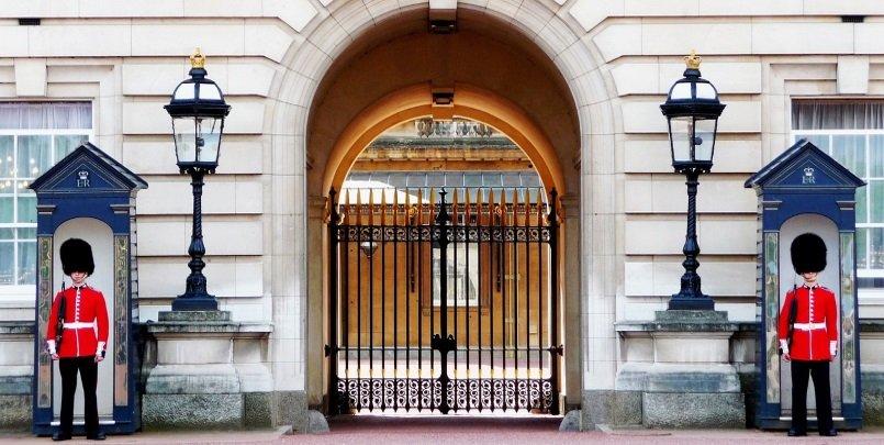 buckingham-palace-978830_1280 cropped