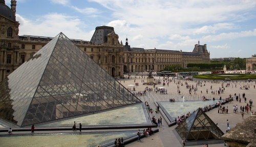 Visit the Louvre on a cheap day trip to Paris from London