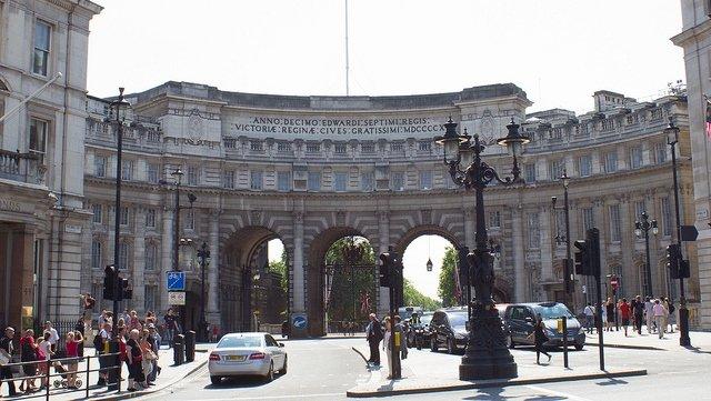 Admiralty Arch, marking the beginning of the Buckingham Palace Neighbourhood.