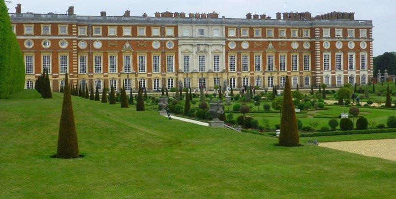 Hampton Court Palace 805 405