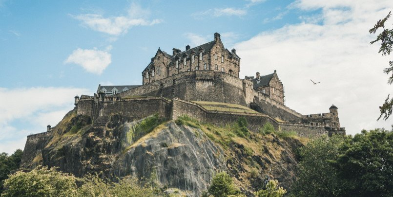 Edinburgh Castle on the hill 805
